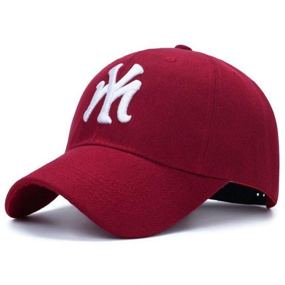 kepure su snapeliu ny raudona